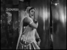 Paan Khaaye Saiyan Hamaro, sung by Asha Bhosle in 1966.    Sang along to this when I was younger.