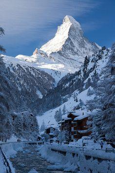 Early morning light on Matterhorn, Valais / Switzerland (by...