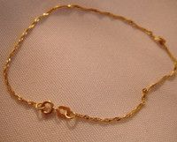 """9K Italian yellow gold fine bracelet 7""""long in excellent condition"""