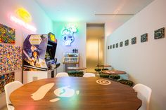 A Bathing Ape exhibition in Nigo's former home in Tokyo - Japanese Tease Hypebeast Room, Nerd Room, Shoe Room, Trendy Home Decor, Room Goals, Room Setup, Cool Rooms, Office Interiors, House Rooms
