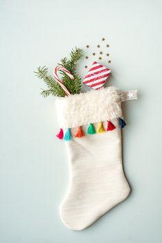 DIY - sewing Santa& boots with tassels ! Christmas Arts And Crafts, Modern Christmas, Christmas Love, Christmas Projects, Handmade Christmas, Christmas Decorations, Xmas, Holiday Decor, Diy Stockings