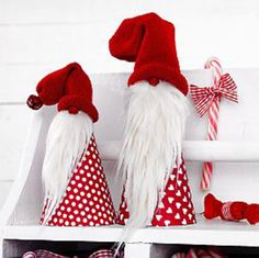 These simple Santas DIY red white polka dots.