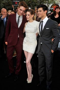 Kristen Stewart in an Elie Saab Couture dress and Louboutins with Robert Pattinson and Taylor Lautner at the LA premiere of Eclipse Twilight Saga Series, Twilight Book, Twilight Cast, Kristen Stewart Chanel, Kristen And Robert, Elie Saab Couture, Cinema, Taylor Lautner, People Magazine