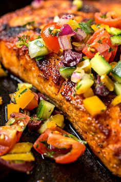 This succulent pan seared salmon is wonderfully simple to prepare, topped with a cool and colorful Mediterranean salsa fresca. Salmon Recipes, Fish Recipes, Seafood Recipes, Cooking Recipes, Dinner Recipes, Spicy Salmon, Pan Seared Salmon, Salmon Dishes, Fish Dishes