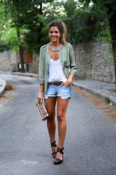 trendy_taste-look-outfit-street_style-blog-blogger-fashion_spain-moda_españa-khaki_parka-chaqueta_caqui-denim_shorts-shorts_vaqueros-basic_tee-camiseta_basica-ethnic_clutch-clutch_etnico-13 by Trendy Taste Team, via Flickr