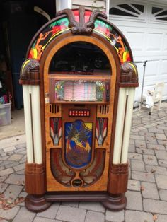 Wurlitzer Jukebox - Everything sounds better on vinyl!