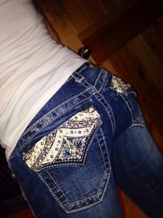 Some nice bling butt jeans Love Jeans, Sexy Jeans, Miss Me Jeans, Love Fashion, Steampunk Fashion, Gothic Fashion, Bling Jeans, Country Outfits, Country Style