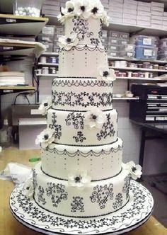 Cake Boss Black And White Wedding Cakes Black And White Wedding Cake, White Wedding Cakes, Wedding Cakes With Flowers, Beautiful Wedding Cakes, Beautiful Cakes, Amazing Cakes, Black White, Dream Wedding, Cake Boss Wedding