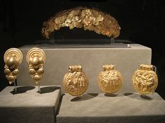 Crown and Etruscan gold jewelry discovered in the necropolis of Vulci Camposcola - Gregorian Etruscan Museum
