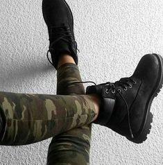 Military fashion style – Just Trendy Girls Timberland Style, Timberland Boots, Black Timberland Outfits, Timberland Fashion, Outfits With Black Timberlands, Black Timbs, Black Boots, All Black Sneakers, Shoes Sneakers