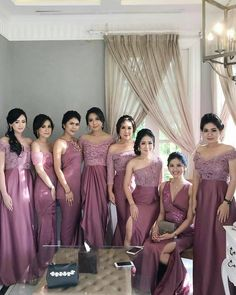 Dress Brokat Modern, Kebaya Modern Dress, Kebaya Wedding, Muslimah Wedding Dress, Bridesmaid Saree, Bridesmaid Dress Colors, Bridesmaids, Dress Brukat, Saree Dress
