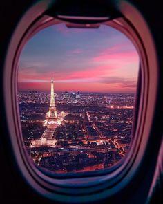 Are you able to land in Paris ? // Êtes-vous prêt à atterrir à Paris ? Aesthetic Pastel Wallpaper, Aesthetic Backgrounds, Aesthetic Wallpapers, Airplane Photography, Nature Photography, Travel Photography, Eiffel Tower Photography, Paris Photography, City Aesthetic