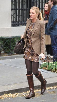 brown tones style - blake lively as serena - gossip girl style -boots for fall