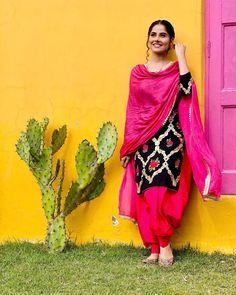 Indian Dress Up, Indian Gowns Dresses, Indian Fashion Dresses, Patiala Suit Designs, Kurti Designs Party Wear, Stylish Dresses For Girls, Simple Dresses, Salwar Suits Simple, Punjabi Suit Simple