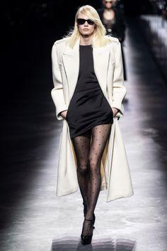 Saint Laurent Fall 2019 Ready-to-Wear Fashion Show - Vogue Women's Runway Fashion, Fall Fashion Trends, Fashion Week, Autumn Fashion, Womens Fashion, Casual Chic, Boho Chic, Saint Laurent, Betty Catroux