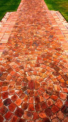 120 brick garden paths: possible combinations with other materials - great-female figure-and- Informations About 120 Gartenwege aus Backstein: Kombinationsmöglichkeiten - Brick Pathway, Brick Paving, Brick Garden, Garden Paving, Flagstone Patio, Garden Steps, Garden Paths, Brick Driveway, Slate Walkway
