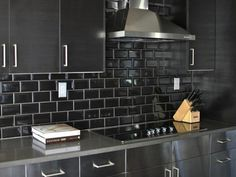 metrofliesen schwarze wandfliesen küche einrichten ideen