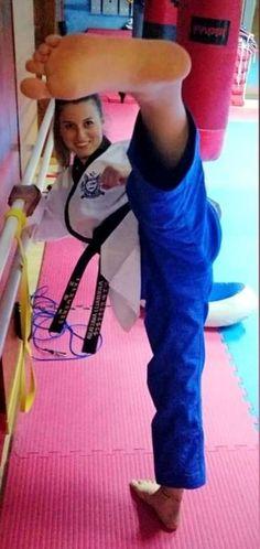 Girl Soles, Karate Girl, Martial Arts Women, Barefoot Girls, Body Reference, Art Women, Women's Feet, Taekwondo, Jiu Jitsu