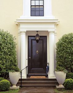 55 Different Front Door Inspiration Ideas {in just about every paint color possible} - bystephanielynn Dark Doors, Black Front Doors, Painted Front Doors, Windows And Doors, Black Door, House Entrance, Entrance Doors, Doorway, Garage Doors