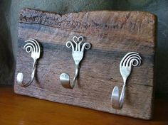 15 Creative upcycling ideas for DIY wall hooks - Decor ideas for you 2018 Recycled Silverware, Silverware Art, Recycled Crafts, Crafts To Sell, Fun Crafts, Arts And Crafts, Wood Crafts, Metal Crafts, Diy Projects To Try