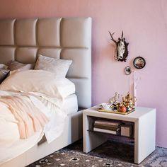 Rosa quartzo! Considerada uma das cores de 2016 e é sem dívida uma cor #linda. É um #rosa com um tom bastante claro que assenta lindamente na decoração, seja no #mobiliário, tapetes, paredes e peças decorativas.  O que acha desta #cor? geral@baobart.pt #baobart #design #decort #Portugal #atelier #decoração #interiordesign #beautiful #cor #coloroftheyear #home #decoration #rosaquartzo #color #pink #2016 