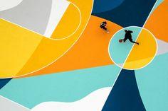 Gue malt einen Basketballplatz in Italien futuristisch-bunt an  Ende des 19. Jahrhunderts wurde in der italienischen Stadt Alessandria der Maler Carlo Carrà geboren. Mit seinen Werken gilt er als einer der Begr�...