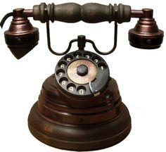 telefone antigo Vintage Phones, Vintage Telephone, Antique Record Player, Antique Phone, Retro Phone, Old Phone, Vintage Industrial, Landline Phone, Inventions