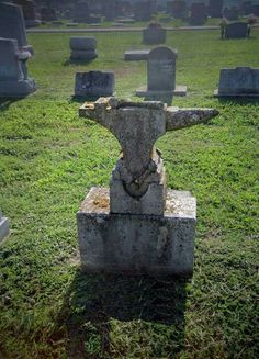 The Anvil (and hammer) symbolizes the creation or forging of the universe. Also found on blacksmiths' graves. Wrought Iron Decor, Welding And Fabrication, Blacksmith Tools, Horseshoe Art, Cemetery Art, Vintage Tools, Metal Furniture, Blacksmithing, Metal Working
