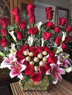 Valentine Flower Arrangements, Basket Flower Arrangements, Creative Flower Arrangements, Rose Arrangements, Beautiful Flower Arrangements, Flower Centerpieces, Valentine Bouquet, Valentines Flowers, Chocolate Flowers Bouquet
