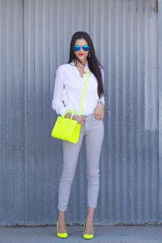 If you don't dare to wear this bright color on your outfits, so you can wear a neon shoes as the right choice. If you want to play safe, match the color of the shoes with the other accessorie… Neon Outfits, Mode Outfits, Casual Outfits, Fashion Outfits, Womens Fashion, Fashion Trends, 30 Outfits, Looks Style, Casual Looks