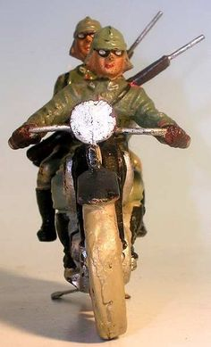 Spielzeugsoldaten 2. Weltkrieg von Lineol 7,5 cm Serie http://figurenmuseum.de/s/cc_images/cache_2455379364.jpg?t=1424424690