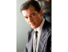 Os atores mais elegantes do cinema segundo a GQ: Antonio Banderas em A Pele que Habito. #cinema