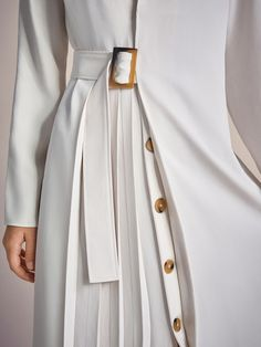 Vestidos y Monos - COLECCIÓN - MUJER - Massimo Dutti - República Dominicana Fashion Details, Love Fashion, Fashion Design, Womens Fashion, Couture Details, Minimalist Fashion, White Pleated Skirt, White Dress, High Waisted Skirt