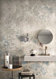 Wabi Sabi interior decor - the latest wall finishes trends - raw scratched walls Bathroom Interior Design, Interior Walls, Interior Design Living Room, Interior Decorating, Zen Decorating, Decorating Bathrooms, Interior Painting, Design Interiors, House Interiors