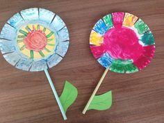 Bloemen maken met papieren bordjes | Knutselen met kinderen | Blog Diy For Kids, Crafts For Kids, Backgrounds Wallpapers, Puppy Chow, Blogger Themes, Toddler Activities, Etsy Shop, Make It Yourself, Baby Items