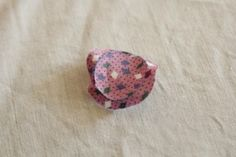 Easy step to step tutorial how to sew a pretty owl. Christmas Sewing, Pin Cushions, Felt Crafts, Quilt Patterns, Purses And Bags, Sewing Projects, Coin Purse, Stud Earrings, Quilts