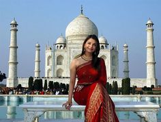 Have a picture with saree infront of Taj Mahal