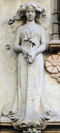 Art Nouveau architectural statue  Casa Amatller. Architect: Josep Puig i Cadafalch. Barcelona - Arnim Schulz