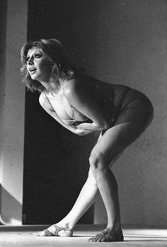 Marília Pêra na peça Roda Viva, dirigida por José Celso Martinez, no teatro Ruth Escobar – 1968 Foto Cristiano Mascaro.