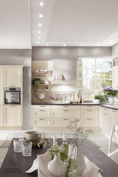 An extensive selection of accessories reinforces the authentic cottage-style appearance of this kitchen. Dream Kitchen, Cottage Style, Kitchen Cabinets, Kitchen Trends, Bespoke Kitchens, Kitchen Decor, Cottage Kitchen, Kitchen, Traditional Kitchen