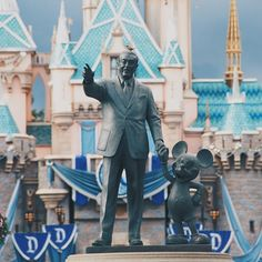 Experience the ultimate twin-centre Florida getaway as you spend seven spectacular nights in fun-packed Orlando and a further seven nights in the gorgeous beachfront setting of Clearwater. Tickets to the fascinating Kennedy Space Centre Visitor Complex are also included in your trip.