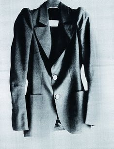 Maison Martin Margiela - S/S 1989 Women's show - First jacket with round shoulders