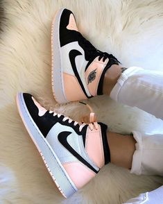 shoes sneakers nike Source by lillyschwandke too shoes Dr Shoes, Cute Nike Shoes, Cute Nikes, Hype Shoes, Retro Nike Shoes, Nike Shoes Outfits, Pink Nike Shoes, Nike Custom Shoes, Cute Addidas Shoes