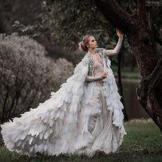 White Swan dress by Olga Malyarova Fantasy Gowns, Bridal Gowns, Wedding Dresses, Feather Dress, Princess Style, Dream Dress, Dream Wedding, Wedding Cape, Beautiful Dresses