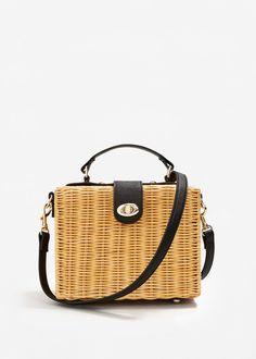 Gingham top and basket bag: Mango bamboo bag Sacs Design, Basket Bag, Summer Bags, Sisal, Handmade Bags, Fashion Bags, Straw Bag, Purses And Bags, Crossbody Bag