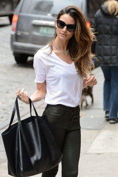 Lily Aldridge w Celine Cabas bag