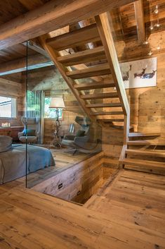 Last departure on ski 15 April 2018 by Floortje UFDI Decorator 38 Chalet Interior, Home Interior Design, Cabin Homes, Log Homes, Chalet Design, House Design, Rustic Stairs, Rustic Room, Wooden House