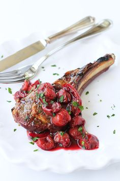 Grilled Lamb Chops with Tart Cherry Sauce…A beautiful summertime meal that's fantastic for entertaining! 268 calories and 8 Weight Watchers SmartPoints