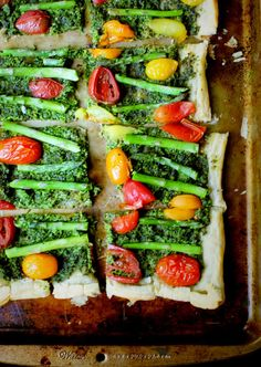 This Vegan Puff Pastry Pizza with Kale Pesto and Asparagus is loaded with veggies, including cherry tomatoes, all of it on a crispy, crackly crust. Vegan Pizza Recipe, Vegan Dinner Recipes, Vegan Dinners, Vegan Recipes Easy, Vegetarian Recipes, Vegan Food, Pizza Recipes, Delicious Recipes, Kale Pesto