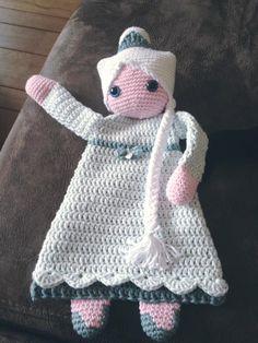 """Lappenpop uit het boek """"Gehaakte lappenpoppen"""" a la Sascha. Gemaakt door Gabrielle Z. Crochet Lovey, Crochet Baby Toys, Crochet Gifts, Crochet For Kids, Crochet Animals, Crochet Dolls, Knit Crochet, Amigurumi Patterns, Crochet Patterns"""
